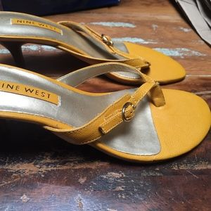 **NEVER WORN** Nine West Thong Sandals in size 5.5